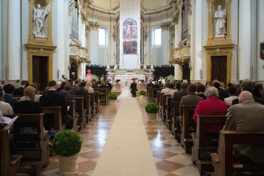 Matrimonio In Chiesa Vale Anche Civilmente : Sposarsi in un castello sul garda il matrimonio di vale e